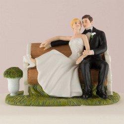 Figurine les mariés dans le parc